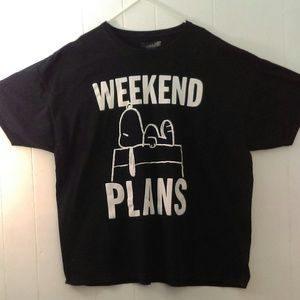 "PEANUTS SNOOPY Graphic Shirt ""Weekend Plans"""